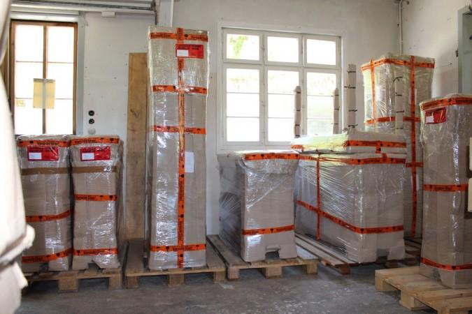 Biedermeier Kommode Vitrine Anrichte Bücherschrank im Versandlager fertig für Versendung