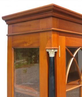 Vitrine Biedermeier massiv antik Glas und Kranz