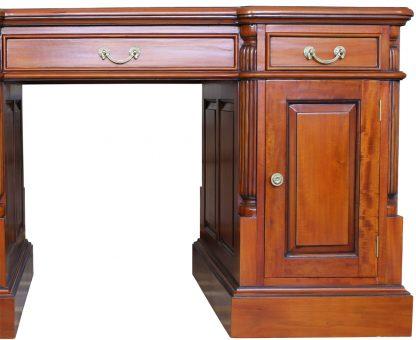 Amotik Schreibtisch in massiver Ausführung. Schreinerarbeit in Perfektion. Massiv antik in Kirsche dunkel gebeizt - die Attribute unseres beliebtesten Antikmöbels.