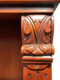 antik Kirschbaum Regal Gründerzeit Detail Schnitzerei von vorne