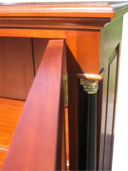 Kirschbaum antik Biedermeier Vertiko Detail Tür geöffnet