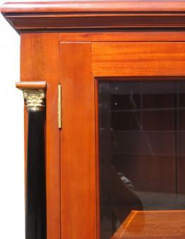 Vertiko massiv antik Biedermeier Front Detail Tür mit Glas