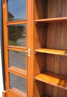 Vitrine massiv Bücherschrank Innen