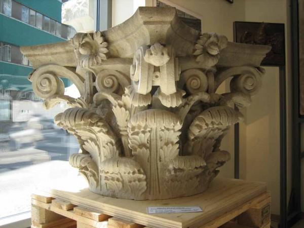 Biedermeier Kapitelle als Element des Schlosses