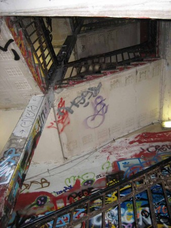 Tacheles - Treppenaufgang im Schmelztiegel der Kulturen