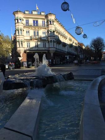 Biedermeier antik vs. Brunnen am Leo in Baden-Baden