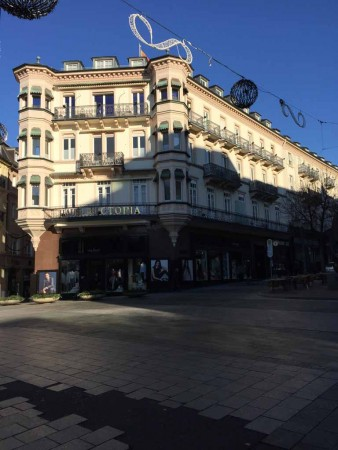 Baden-Baden Leopoldsplatz Haus Victoria im Winter