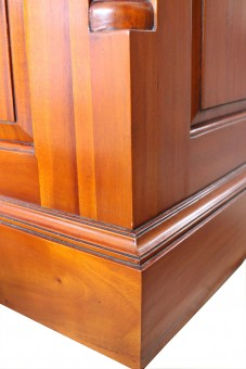 Schreibtisch Detail Kantenverlauf antikisiert innenliegend